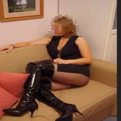 Toekijken hoe haar vriend een andere vrouw neukte.